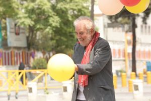 جلیل فرجاد در نقش بادکنک فروش در فیلم کوتاه سربار
