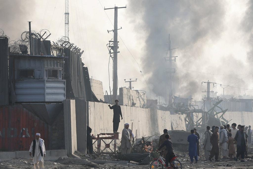 بعد از بمباران ، افغانها خواستار این هستند که بیگانگان محله خود را ترک کنند