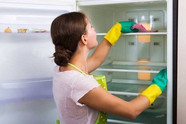 شستن قفسه های یخچال