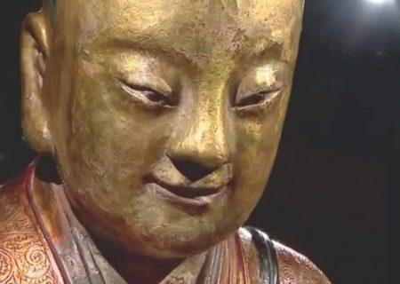 کشف مومیایی راهب بودایی در مجسمه طلایی